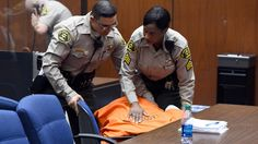 JAMAICA JAMAICA: Suge Knight collapses in courtroom after bail is s...