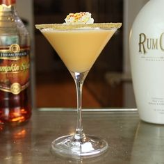 The Pumpkintini is one of those pumpkin cocktails that's perfect as a Halloween dessert drink.This beautiful Halloween cocktail mixes up cinnamon, rum, and pumpkin flavors, and is guaranteed to put some smiles on all of your ghoulish faces. Halloween Cocktails, Fall Cocktails, Cocktail Drinks, Pumpkin Cocktail, French Vanilla Creamer, Cinnamon Whiskey, Rum Cream, Best Cocktail Recipes, Vanilla Vodka