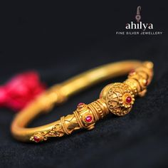 Beautifully designed around an earthen pot-like motif, with exquisite rawa work & ruby coloured spinnel stones, in Temple style across the body of the kada. It comes with a screw fastening so it can be easily slipped on. Gold Bangles Design, Gold Earrings Designs, Gold Jewellery Design, Gold Jewelry, Designer Jewelry, Silver Jewellery Indian, Temple Jewellery, Antique Jewellery Designs, Handmade Jewellery