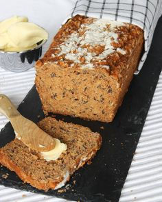Nyttig filmjölkslimpa – Lindas Bakskola Food N, Food And Drink, My Daily Bread, Gluten Free Recipes, Healthy Recipes, Love Food, Banana Bread, Rolls, Baking