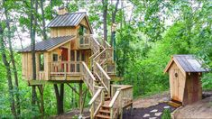 These days popularity of tree house cottages and mud house cottages is growing exponentially, with a copious booking websites offering accommodation in these cottages. Hidden Places, Secret Places, Mud House, Tiny House, Tree House Plans, Bird Barn, New Age, Amazing Nature, All Over The World