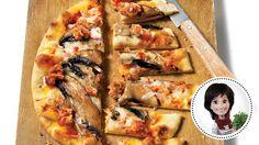 Pizza aux champignons et aux saucisses