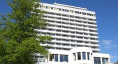 Comwell Hvide Hus Aalborg Aalborg Located by Kildeparken, this hotel is a 10-minute walk from central Aalborg. Free gym access and rooms with a balcony overlooking the park or city are featured.
