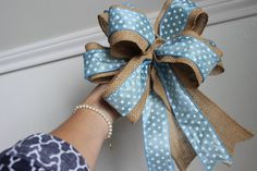 Susie Harris: Burlap Bows DIY: different color of ribbon for the tables