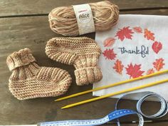 Pantufa Alice Knitted Slippers, Knitted Hats, Crochet Hats, Alice, Winter Hats, Knitting, Pattern, Blog, Slippers Crochet