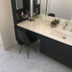 ルミシス/メイクスペース/モノトーンインテリア/ホテルライク/シンプルモダン...などのインテリア実例 - 2019-10-06 19:32:48 | RoomClip(ルームクリップ) Bedroom Closet Design, Laundry Room Design, Love Home, Washroom, Powder Room, Double Vanity, New Homes, Dining Table, House Design