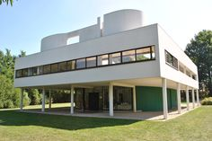 Villa Savoye 1929 (France) is one of the best works of Le Corbusier devoted. Not only that it also is good example for modern architectural styles. The shape is a geometric blocks of pure white space, said prominent villa between the green of the natural vegetation. In particular, the use of reinforced concrete with bearing effect for the building is considered a revolution of modern architecture at the time.