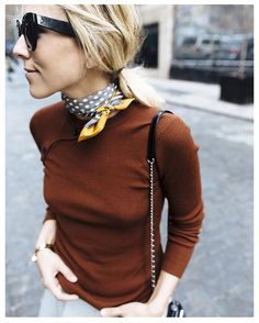 Silk scarf necktie @damselindior Mulher chic! Street style // details // style tricks // fall fashion /: women's style // fashion week