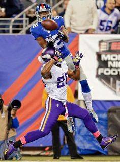 New York Giants wide receiver Rueben Randle (82) catches a pass for a touchdown in front of Minnesota Vikings' Chris Cook