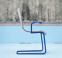 nathalie teugel's moov chair charges your phone while you move