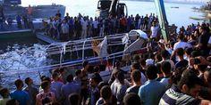 Cifra oficial indica 21 personas fallecidas en naufragio en rio Nilo. Visite nuestra página y sea parte de nuestra conversación: http://www.namnewsnetwork.org/v3/spanish/index.php #nnn #bernama #nilo #river #naufragio #egipto #barco #news #noticias #pics #giza #egypt #cairo