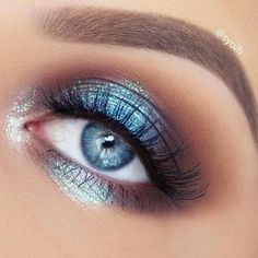 Iridescent duo chrome blue eye make-up #eyes #eye #makeup #bold #bright #dramatic