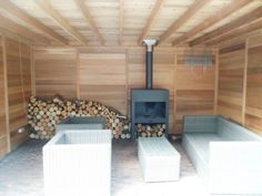 tuinhuis, schuurtje of berging met platdak, en luifel, lounge gedeelte, moderne of rustieke uitstraling, met een strak design of juist landelijke sfeer.   Prins Tuinhuisjes