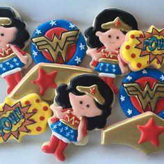 Wonder Woman birthday cookies!! (Sugar Coma Cookies) Wonder Woman Birthday, Wonder Woman Party, Birthday Woman, Wonder Woman Cake, Superhero Cookies, Girl Superhero Party, Kid Cupcakes, Little Girl Birthday, Cute Cookies