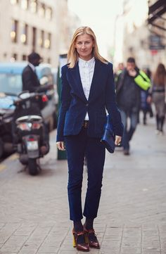 #ElizabethVonGuttman that suit with those shoes is all a bit fantastic. Paris.