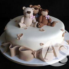 Lindo bolo com ursinhos By Ana Elisa Salinas