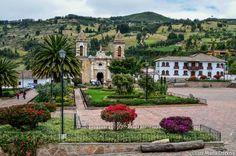 Tibasosa: ubicado en el Valle de Sogamoso, cerca a Duitama, en Boyacá, Colombia a 2.500 msnm. Conocido por sus cultivos de Feijoa y por sus merengones de ésta rica guayaba.  La Plaza y sus alrededores son hermosos, otro buen destino para visitar. Fotografia ©Luz Maria Ospina Fotografia.