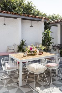 Boho outdoor dining area inspiration