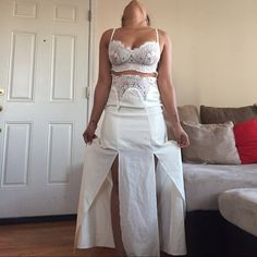 It's a one piece. It a zipper on the side. The straps are adjustable. Dress touches the floors, I am 5'1. Worn twice Dresses Maxi