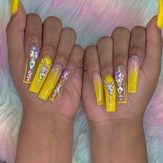 Nail art Christmas - the festive spirit on the nails. Over 70 creative ideas and tutorials - My Nails Drip Nails, Bling Acrylic Nails, Aycrlic Nails, Glam Nails, Best Acrylic Nails, Bling Nails, Acrylic Nail Designs, Hair And Nails, Gorgeous Nails