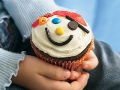 Simple and easy Pirate Cupcakes for any Pirate Party