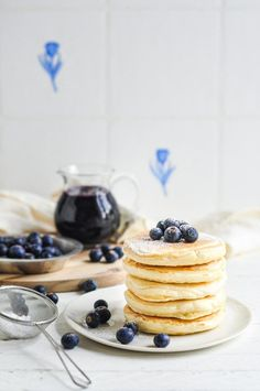 Make these Easy Fluffy Pancakes with Blueberry Syrup for the perfect brunch or breakfast. These easy pancakes uses everyday pantry ingredients and takes 10 minutes to prepare! Pancakes Easy, Fluffy Pancakes, Breakfast Pancakes, Pancakes And Waffles, Best Breakfast, Breakfast Time, Waffle Recipes, Brunch Recipes, Cake Recipes