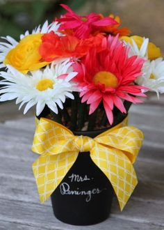 A Simple, Sweet Back-To-School Gift For Any Teacher: Make a DIY Pen Bouquet! --> www.hgtvgardens.com/flower-power-a-back-to-school-teachers-gift?soc=pinterest  DING DING This is it folks. I would have used this all year. Adding some candy, maybe. And a pair of scissors. To the Dollar Tree I go! K  But actually going to use an empty tin can and a vinyl decal.