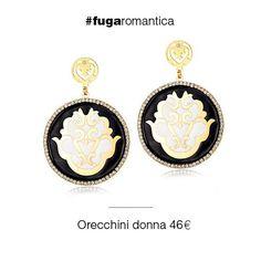 Orecchini in metallo con bagno in oro giallo, cristalli bianchi e smalto bianco e nero Luca Barra Gioielli. #orecchini #gioiellidonna #newcollection #lucabarra #tendenzemoda #fashion #style