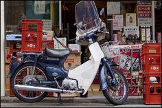 Super Cub at sakaya Vintage Honda Motorcycles, Cars And Motorcycles, Classic Japanese Cars, Honda Cub, Camera Photography, Cubbies, Touring, Bicycle, Osaka