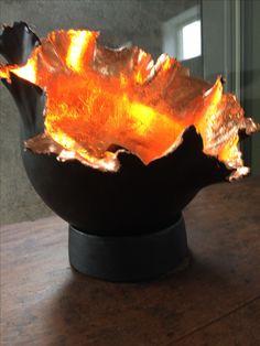 Lamp keramiek van www.BlondLicht.com zwart mat glazuur en bladkoper Table Lamp, Van, Pottery, Studio, Outdoor Decor, Ceramica, Lamp Table, Table Lamps, Vans