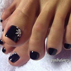 51 Toe Nail Art Designs to Keep Up With Trends - Nails 01 Black Toe Nails, Pretty Toe Nails, Cute Toe Nails, Fancy Nails, My Nails, Black Nail, Pretty Toes, Bling Nails, Pedicure Colors