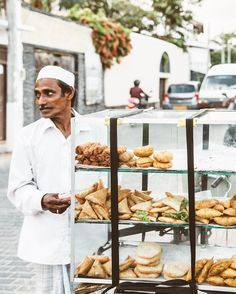 With the Dutch history in Galle the street snacks obviously must be sold on bicycles. 🚲 #srilankaunfolded #galle