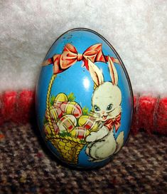 Vintage Tin Easter Egg *~ I just found five of these darling eggs at the thrift store. Easter Bunny Eggs, Easter Season, Easter Parade, Egg Art, Easter Celebration, Vintage Tins, Easter Treats, Vintage Easter, Happy Easter