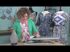 Kay Whitt: how to finish necklines & armhole edges with bias trim on It's Sew Easy Sewing Lessons, Sewing Class, Love Sewing, Sewing Hacks, Sewing Tutorials, Sewing Projects, Sewing Tips, Tutorial Sewing, Online Tutorials