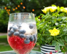 Need a #cocktail idea for your 4th of July party? This berry layered cocktail is simple to make and super festive! Start with champagne or rose, raspberries mashed up with honey (we used Wedderspoon Rata Honey) and blueberries to top this refreshing drink off. Cheers! #recipes