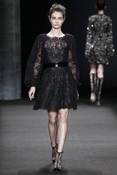 Monique Lhuillier RTW Fall 2014 - Slideshow - Runway, Fashion Week, Fashion Shows, Reviews and Fashion Images - WWD.com