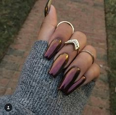 "Chrome nails or the ""Mirror"" nail polish has been a huge trend this season! Check out these 25 shiny and chic chrome nails with How To guide and tips. Fabulous Nails, Gorgeous Nails, Pretty Nails, Perfect Nails, Hair And Nails, My Nails, Fall Nails, Glitter Nails, Metallic Nails"