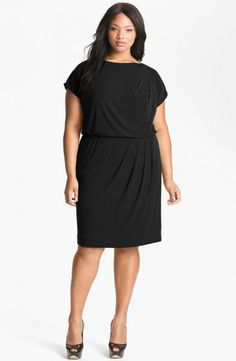 (Foto 31 de 49) Traje de fiesta tipo jersey en color negro con cintura entallada. Modelo de Vince Camuto., Galeria de fotos de Vestidos de Fiesta Cortos para Gorditas