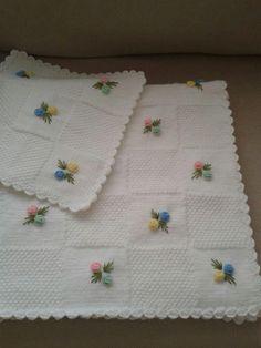 Bebek battaniyesi ve kırlenti el emeğim [] # # # # # Baby Booties Free Pattern, Crochet Baby Booties, Knitting Blogs, Baby Knitting Patterns, Blanket Patterns, Knitted Baby Blankets, Baby Blanket Crochet, Handmade Kids Bags, Crochet Table Runner Pattern