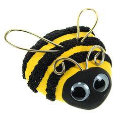 Kiven päälle tehty massamehiläinen. Tarvitset silkki- sekä helmimassaa, silmät ja rautalankaa. Tarvikkeet ja ideat Sinellistä!