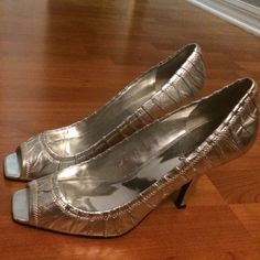 Shoe sale/Marciano silver heels Super classic Marciano silver heels! Can be worn to a wedding, going out, or a hot dinner date! Heels: 4 inches. Awesome condition! Marciano Shoes Heels