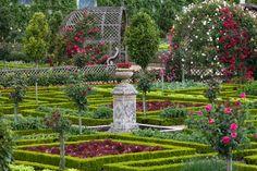 Jardins e parques da França Paper Wall Art, Walled Garden, Wall Murals, Fountain, This Is Us, Outdoor Structures, Gardening, Wallpaper, Outdoor Decor
