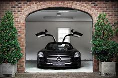 Oh if the good Lord ever decides to  bless me with one if these i shall be grateful indeed! - Mercedes-Benz SLS AMG