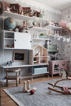 Beautiful wall of wired shelves in kids room for storage and display room decor Kids Room Shelves, Storage Shelves, Kids Shelf, Toy Storage, Br House, Deco Kids, Kids Room Design, Kids Decor, Home Decor