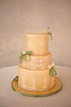 Butter yellow #wedding cake | Bit of Ivory Photography  | see more on: http://burnettsboards.com/2014/03/kuu-lei-vintage-inspired-wedding-ha...