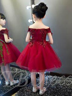 Lovely A-Line Tulle Off-The-Shoulder Short Sleeves Knee-Length Flower Girl Dress Girls Dresses Online, Dresses Kids Girl, Girls Party Dress, Baby Dress, Kids Outfits, Flower Girl Dresses, Fall Outfits, Flower Girls, Prom Dresses