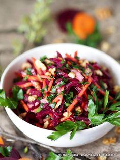 Smaczna Pyza - Sprawdzone przepisy kulinarne: Surówka z kiszonych buraków, marchewki i gruszki