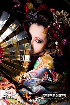 ☼ Pinterest policies respected.( *`ω´) If you don't like what you see❤, please be kind and just move along. ❇☽ Geisha Kunst, Geisha Art, Japanese Culture, Japanese Girl, Pantalon Thai, Geisha Makeup, Art Visage, Memoirs Of A Geisha, China Girl