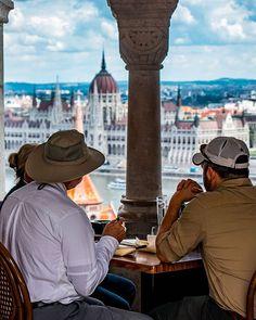 ☕ coffee with a view #budapest #budapestconnection #buda #budacastle #instabudapest #visitbudapest #fishermansbastion #ig_hungary #ig_budapest