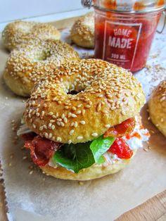 PiparkakkuAkan kyökki: Juureen leivotut bagelit, vuohenjuustoa ja paholai...